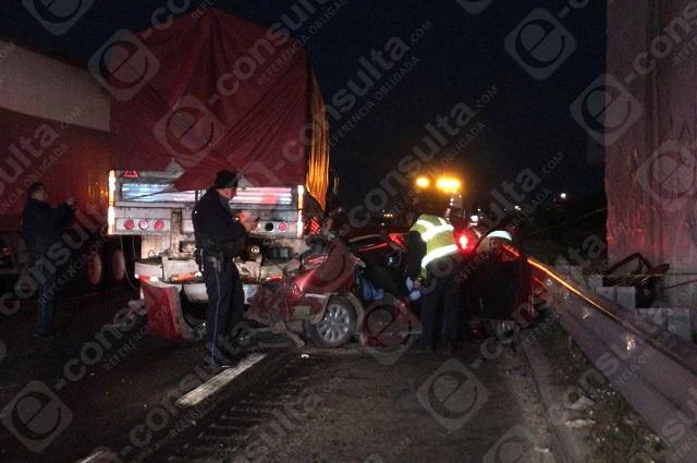 Mueren tres en choque de tráiler en la Puebla- Orizaba
