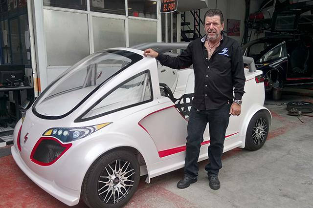 Arman en Puebla autos eléctricos que se cargan con luz de casa