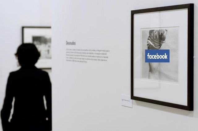 Censura Facebook fotografía que muestra una mujer con los pechos desnudos