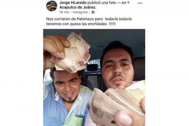 Corren a funcionario que publicó foto en la que presume fajos de billetes