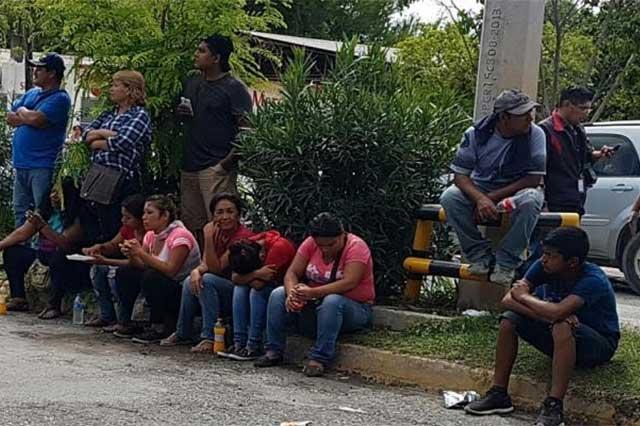 Familiares de reos apedrean a policías del penal de Ciudad Victoria