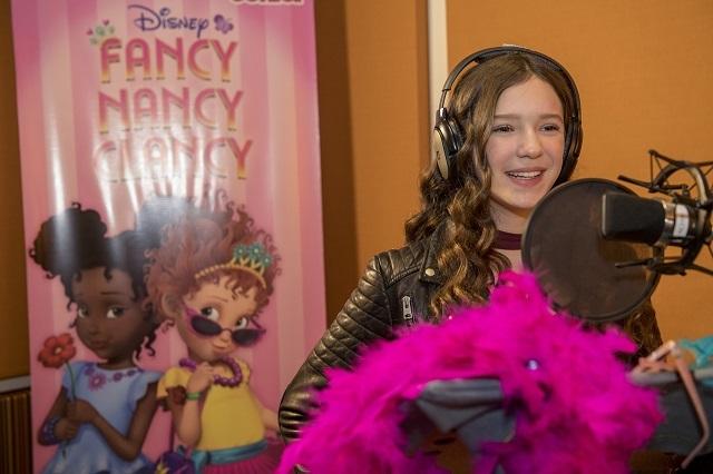Hijas de Andrea Legarreta hacen doblaje de Fancy Nancy Clancy