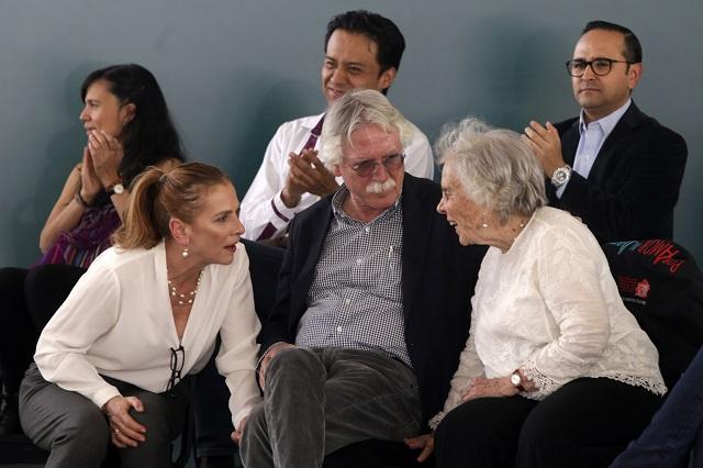 Participa esposa de AMLO en lectura colectiva en Puebla