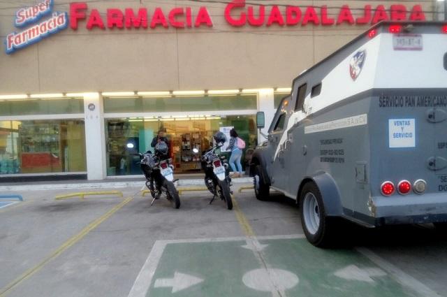 Armados asaltan Farmacia Guadalajara de Texmelucan