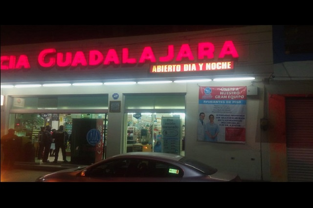 Hombre con quemaduras llega a farmacia por auxilio, en Puebla