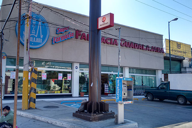 Botín de 32 mil pesos deja asalto a farmacia en Puebla
