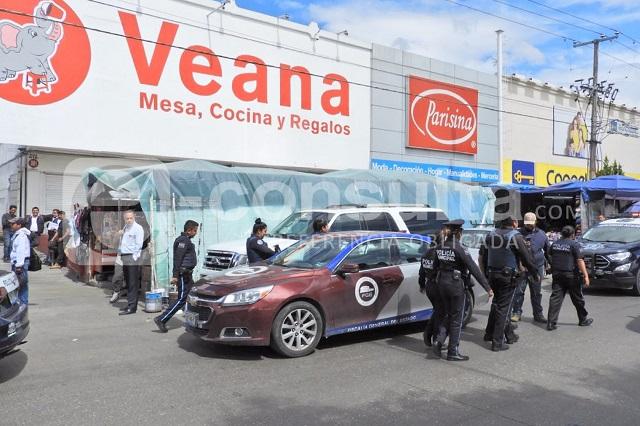 Pandilla de 50 hombres asalta con violencia mercado de La Fayuca