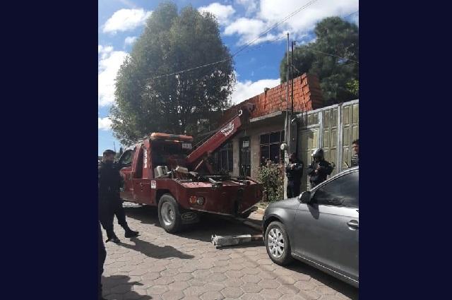 Detienen a ladrones de vehículos tras balacera en Texmelucan