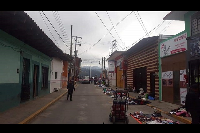 Asesinan a un hombre en pleno tianguis de Zacapoaxtla