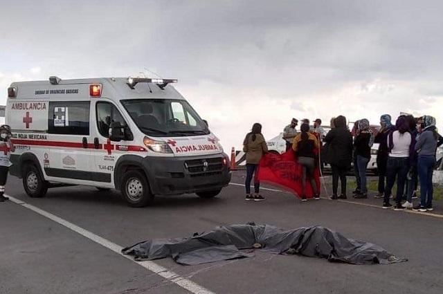 Mueren dos normalistas de Teteles al caer de un camión