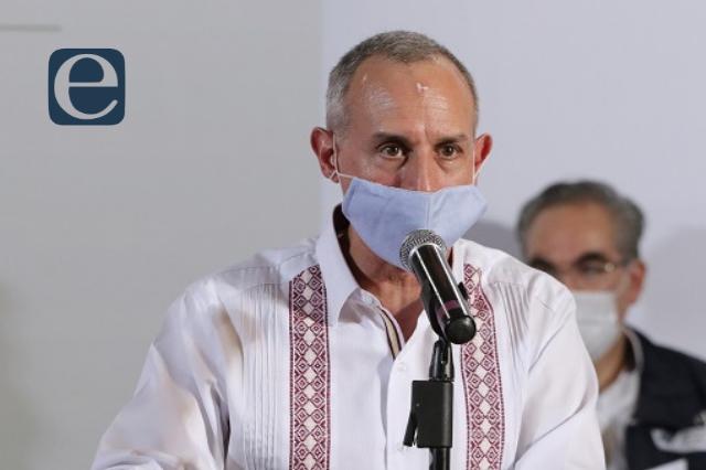 Hugo López-Gatell recibe la vacuna anticovid