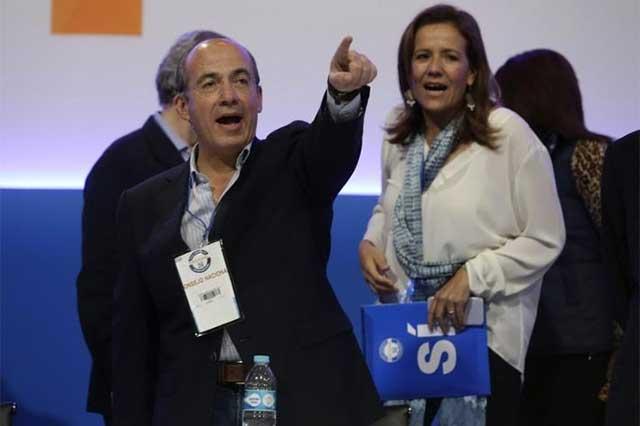 Video: Activistas le gritan a Felipe Calderón que es un asesino y un mantenido
