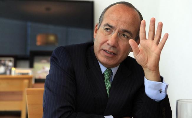 Bloquean cuenta de Felipe Calderón en Twitter