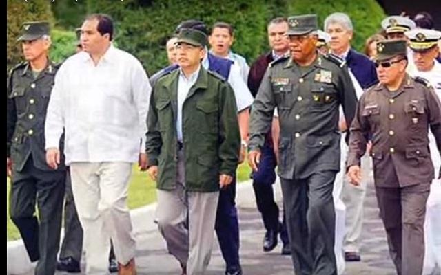Vestido de militar, Calderón parecía el Comandante Borolas, dice AMLO
