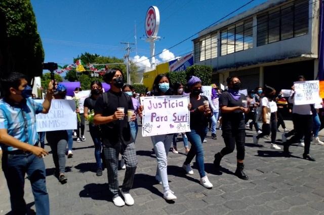 Marchan en Tehuacán; exigen castigo a asesinos de una joven