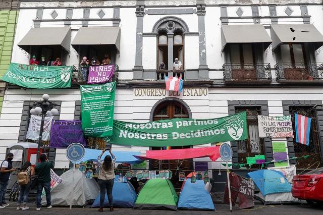 BUAP y Ayuntamiento de Puebla, detrás de la toma del Congreso: Barbosa