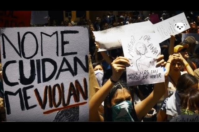 AMLO pide a feministas que durante protestas no pinten las paredes