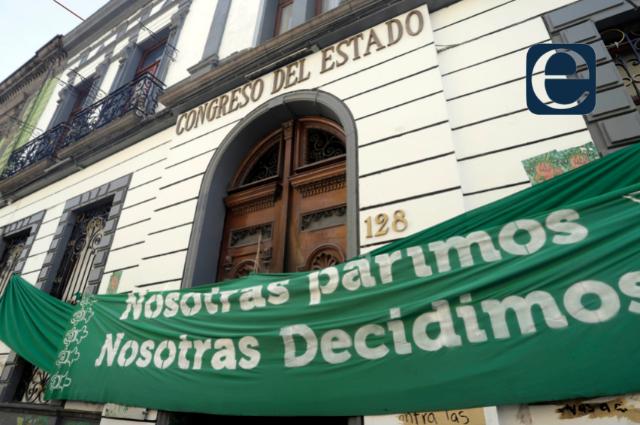 Presentan iniciativas para aborto legal en Puebla