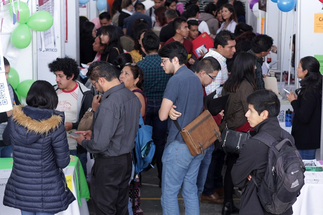 Universidades egresan a medio millón en plena crisis de empleo