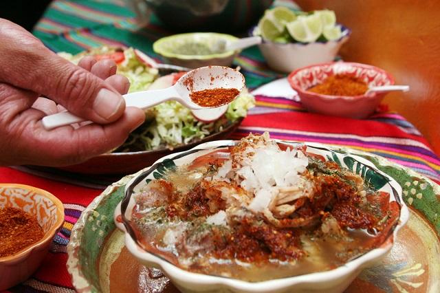Se preparan restauranteros para venta masiva de mezcal poblano