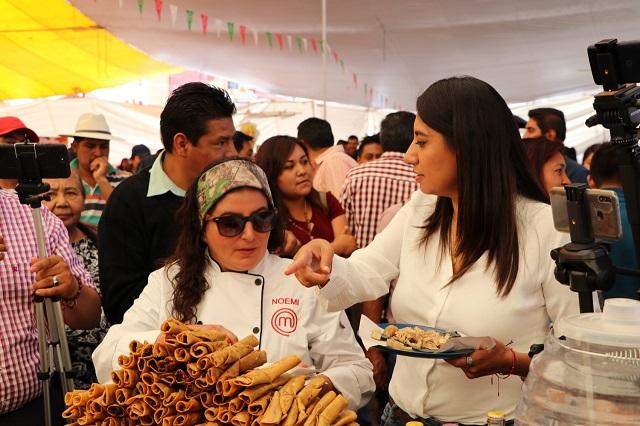 Angélica Alvarado inaugura la Feria de Las Carnitas en Huejotzingo