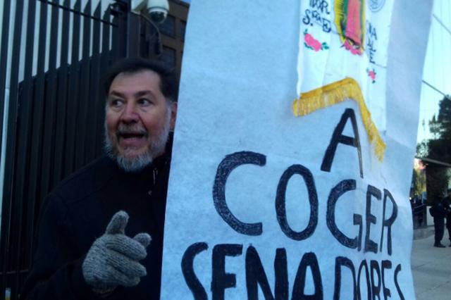 Fernández Noroña se planta en el Senado y protesta contra Ley de Seguridad