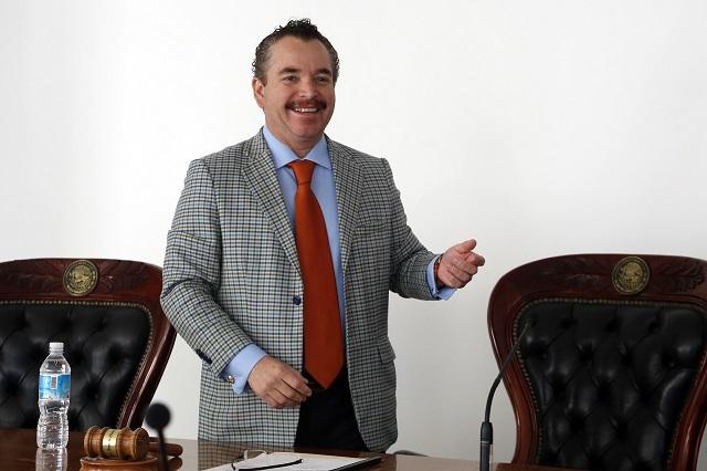 Celebra presidente del Tribunal Electoral mordaza a Barbosa