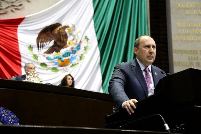 Fernando Manzanilla propone castigar el espionaje telefónico