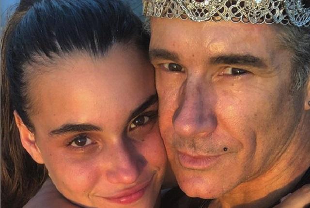 Video: Fernando Carrillo ya le dio anillo de compromiso a su joven novia