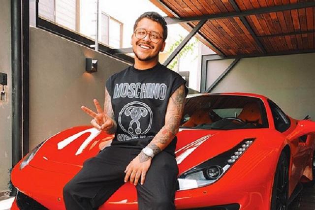 Christian Nodal confirma que sí es su Ferrari el que chocó