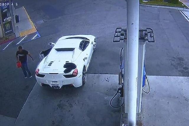 Se roba un Ferrari 458 Spider y lo atrapan por no saber ponerle gasolina