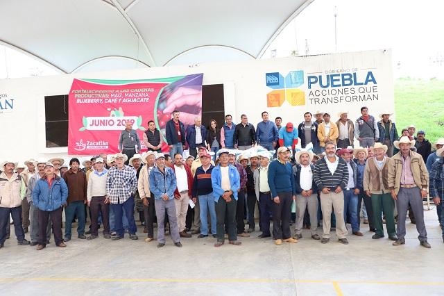 Entrega alcalde de Zacatlán a productores 169 toneladas de fertilizantes