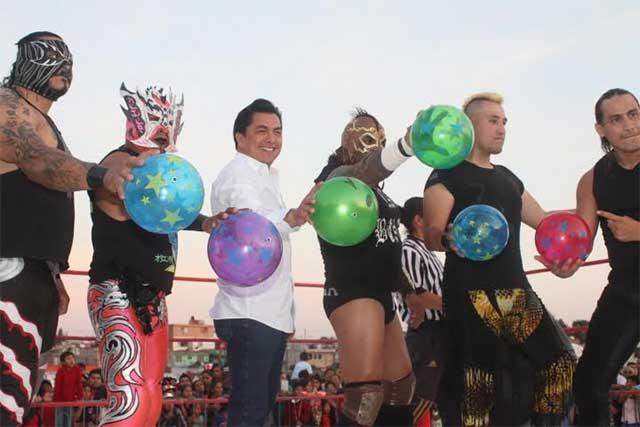 Con festival, Alex Cruz agasaja a miles de niños en su día