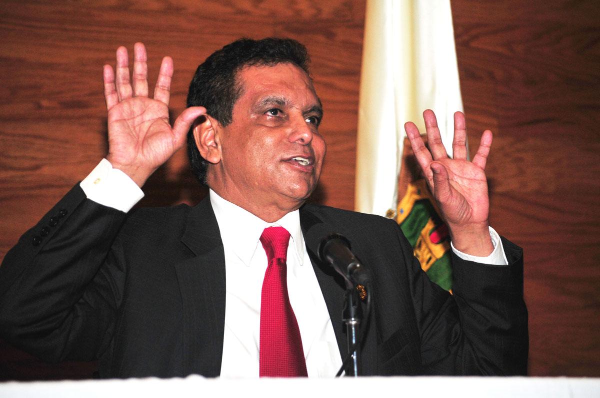 Fidel Herrera impugna citatorio y evita declarar por medicamentos clonados