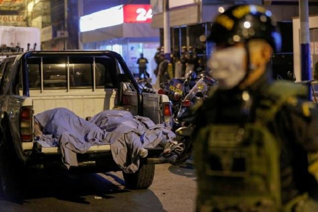 Arman fiesta clandestina en Perú y 13 personas mueren asfixiadas