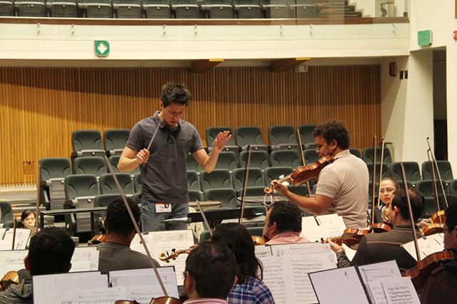 Filarmónica 5 de Mayo capacita a jóvenes directores de orquesta