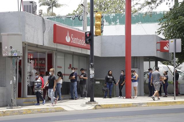 Ordeña Santander cuentas de maestros federales en Puebla