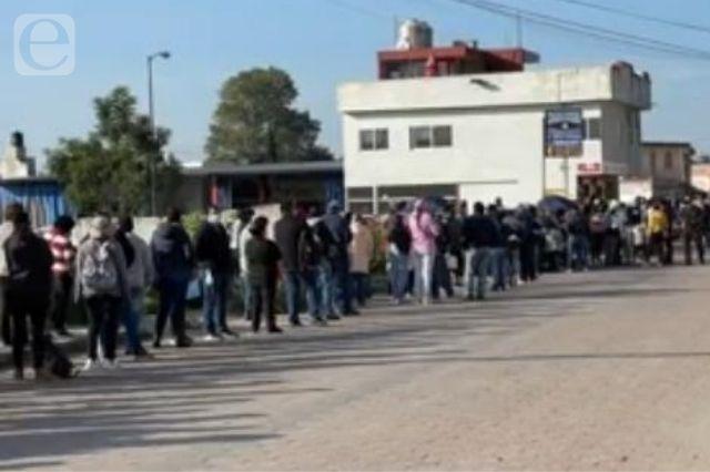 Filas de hasta de 2 kilómetros para vacunarse en Cuautlancingo
