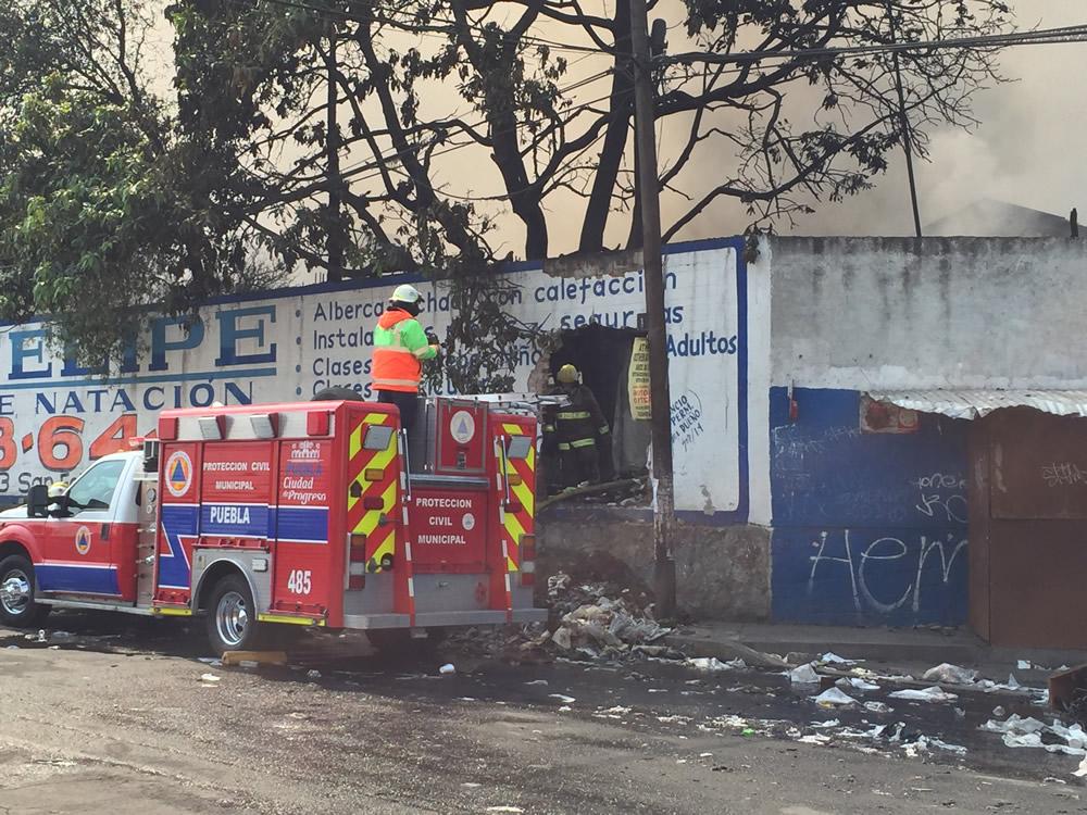 Supera incendio las 30 horas en recicladora de San Jerónimo Caleras