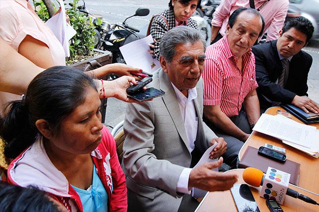 Firma Quiroz compromisos con activistas de Chalchihuapan
