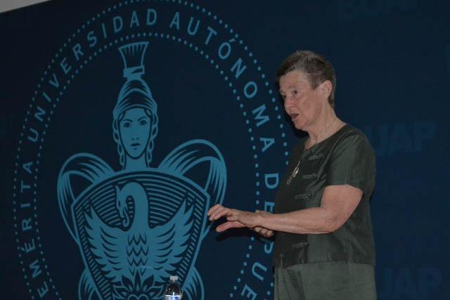 Educación en ciencias, necesaria paraentender el mundo: Helen Quinn