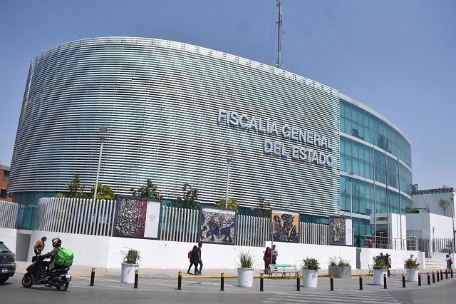 Detenido intenta escapar y salta reja de la Fiscalía de Puebla
