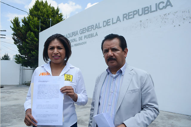 Roxana Luna presenta denuncia ante la PGR por espionaje telefónico