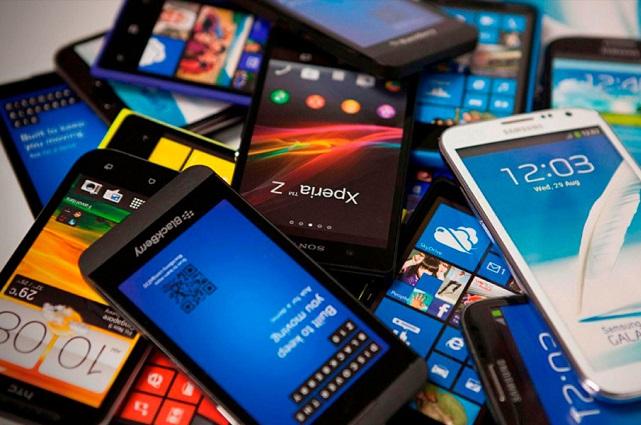 Sorprenden a vendedor y roban celulares en Elektra de Reforma