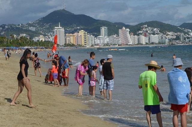 A días de Semana Santa vuelan vacacionistas hacia las playas