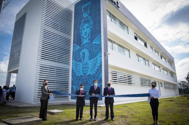 Inaugura Esparza obras en el Complejo Regional Centro BUAP
