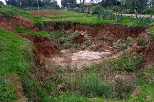Socavón de Ahuazotepec, por  cavar pozo; analizan riesgos