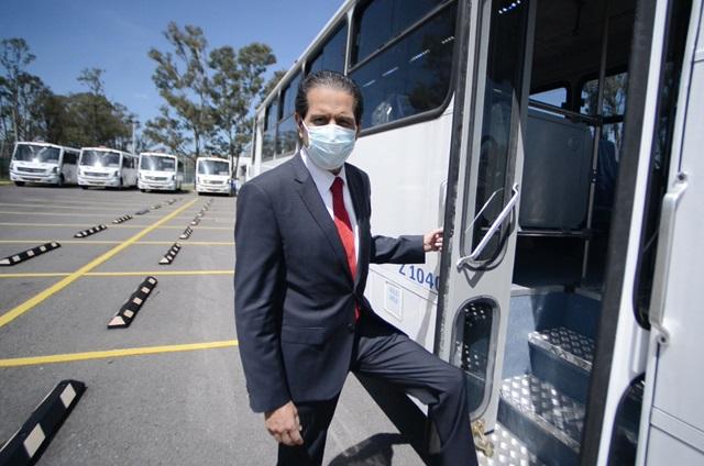 Entrega Esparza 15 autobuses para prácticas profesionales
