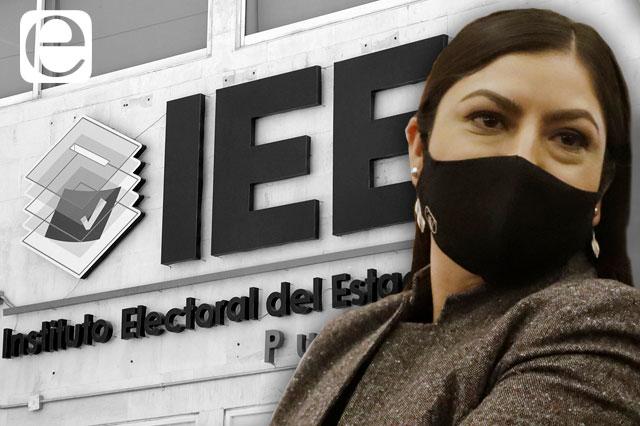 Con retraso, IEE aprueba candidaturas; Claudia Rivera va por la reelección