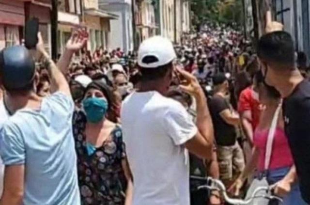 Miles protestan en Cuba contra desabasto y cortes de electricidad